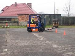 Wózek Widłowy Na Placu Manewrowym – Zdjęcie 4