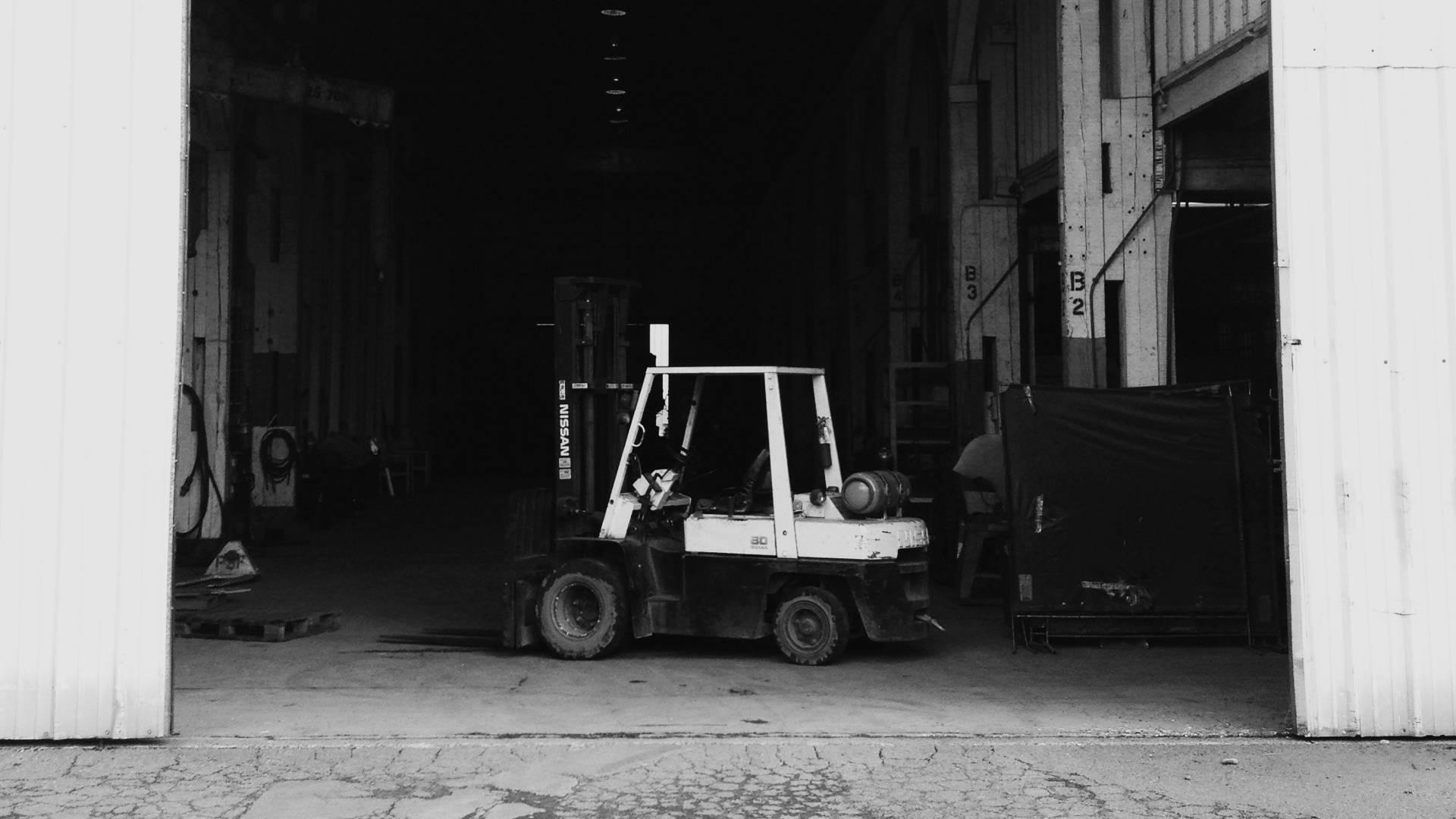 Tapeta Z Wózkiem Jezdniowym W Garażu